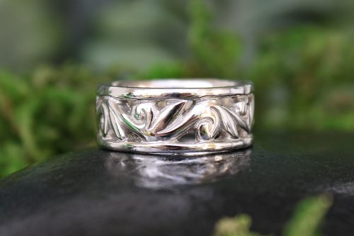 The Muse Floral Wedding Band
