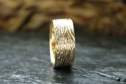 14k Gold Men's Wedding Band, Mahogany Drift