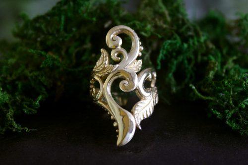 Artemis Ring in 18k Gold