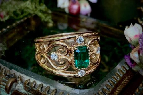 Meadow Ring with Emerald and Diamonds in 14k Gold