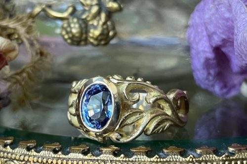 Seda Ring in 14k with violet blue Sapphire