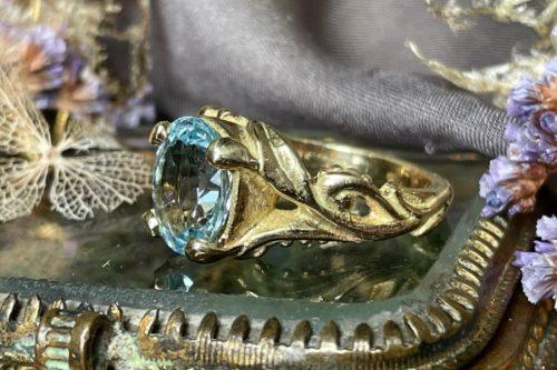 Circes Aquamrine Ring in 18K Gold