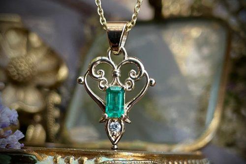 Primavera emerald and diamond pendant