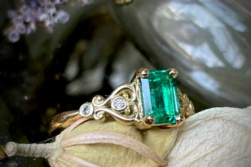 Emerald Starlet Ring in 18K Gold with Diamonds