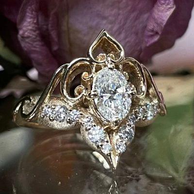 Oval Diamond Ring in 14k Gold